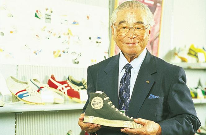 0b6476028cae Японский бренд Asics по производству спортивной обуви и одежды занимает  твердую пяту позицию мирового рейтинга среди подобных компаний.